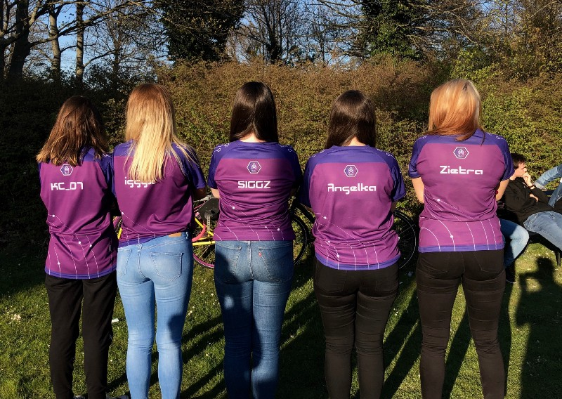 IGG-All-female-gaming-team